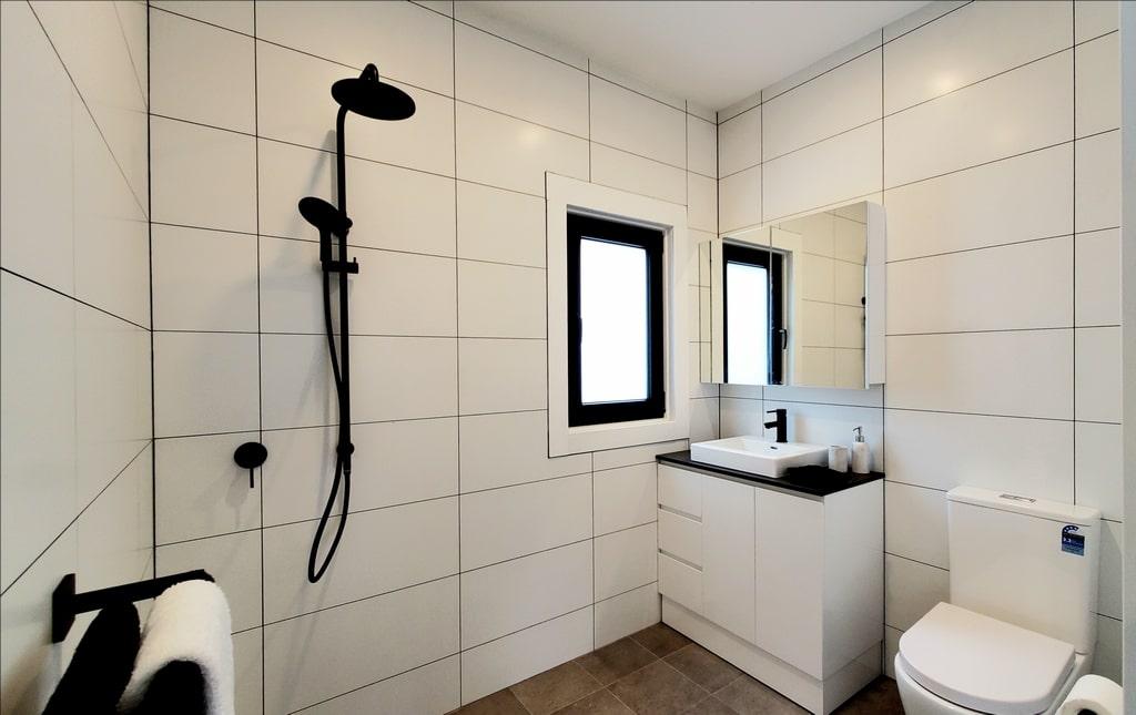 Bathroom Iceland Display Village Ourimbah 2020