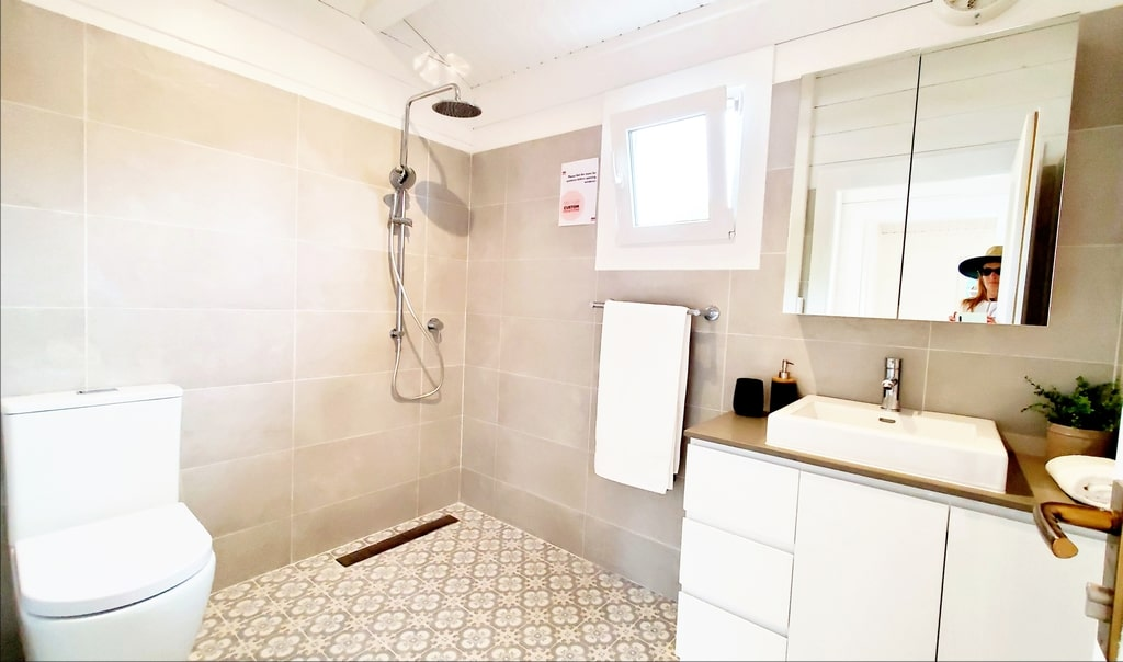 Bathroom Rhodes Display Village Ourimbah 2020