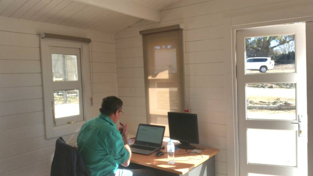 Backyard Cabin New England Guyra Milling inside office