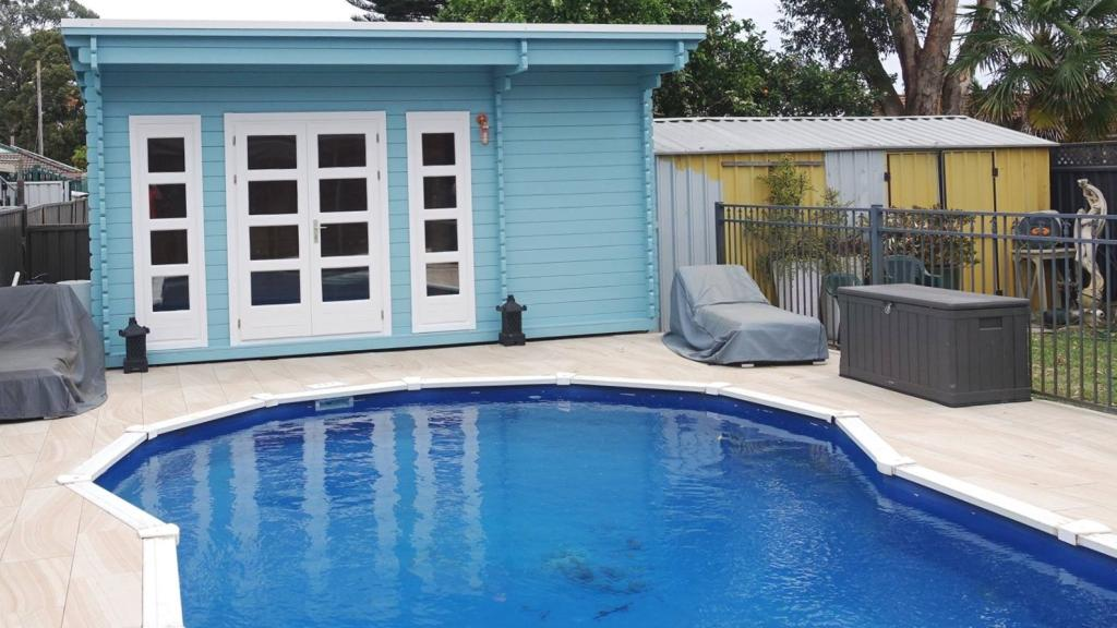 Backyard cabin Sicilia, pool house-blue