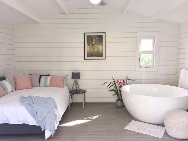 Corsica cabin Bath and Queen size bed in Copacabana Beach Airbnb
