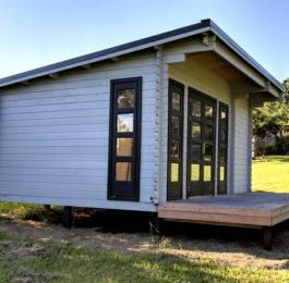 Backyard Cabin Rural Retreat Airbnb Port Macquarie left