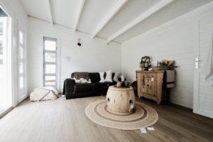 Backyard cabin Sicilia lounge room