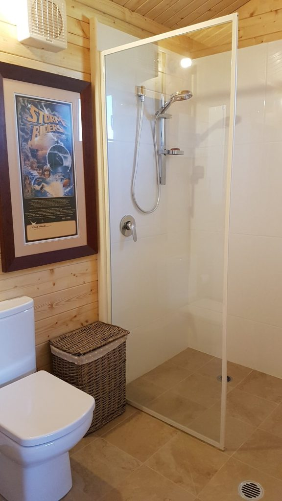 John's House in The Snowy Mountains: shower